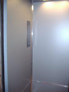 Kabīnes renovācija. Kabīnes lifta sienas.